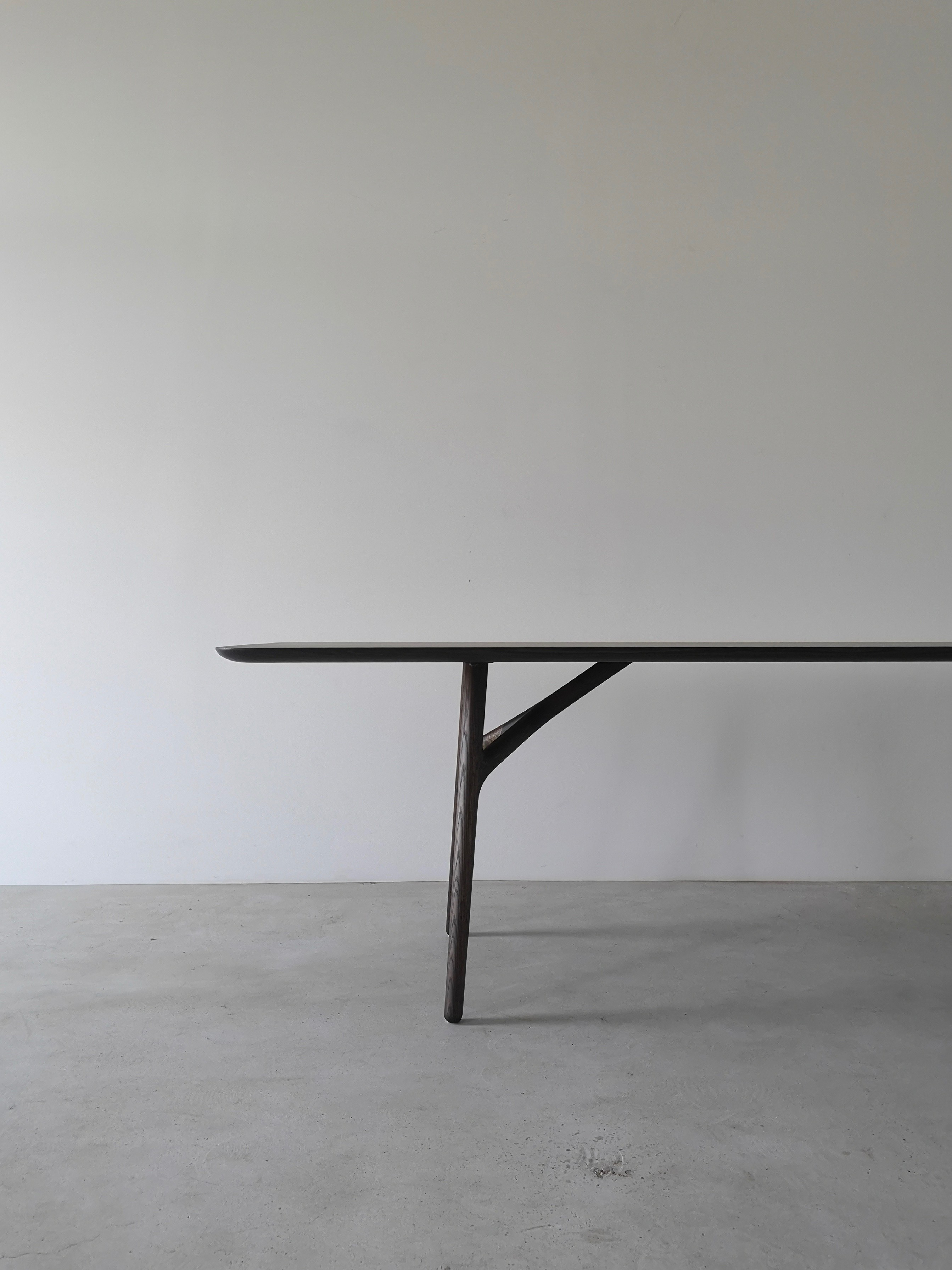 IZM FURCULA TABLE